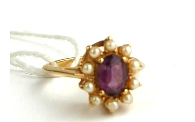 AN 18CT GOLD RING SET WITH AN AMETHYST SURROUNDED BY PEARLS ...