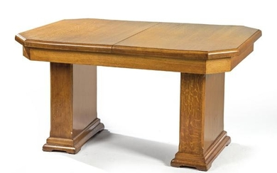 Extensible art deco dining table, in oak.
