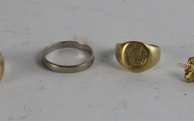 Lot in yellow gold including 2 signet rings,...