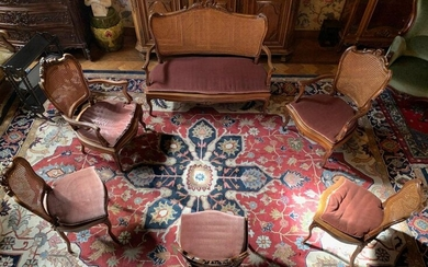 Louis XV style lounge in carved oak with wickerwork seat and back, including a bench, 2 armchairs and 3 chairs, early 20th century, accident on the wickerwork of an armchair