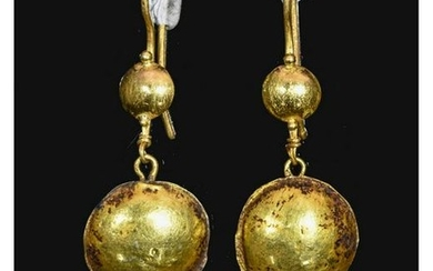 PAIR OF ROMAN GOLD EARRINGS WITH PEARLS