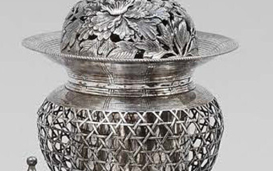 Silver perfume burner, with its lining, openwork body...