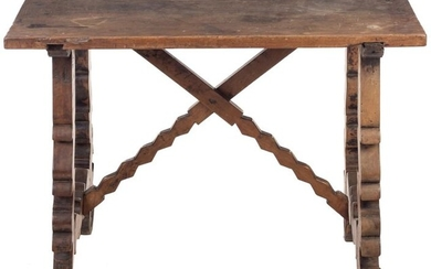 Spanish table in walnut wood with lyre legs. 17TH CENTURY. One-piece tabletop. 12 x 59 x 89 cm