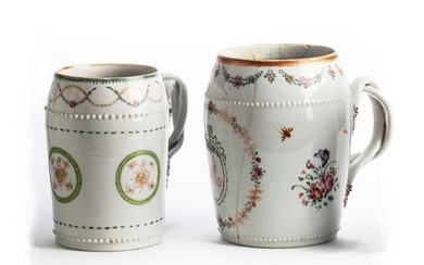 TWO CHINESE EXPORT PORCELAIN MUGS, LATE 18TH / EARLY...