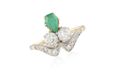 Description AN EARLY 20TH CENTURY EMERALD AND DIAMOND RING...