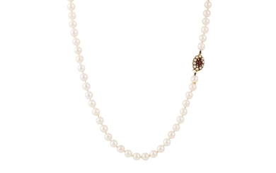 A SINGLE ROWED CULTURED PEARL NECKLACE, to a garnet and pear...