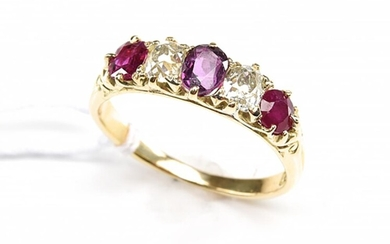 A VICTORIAN RUBY AND DIAMOND RING IN 18CT GOLD, CIRCA 1900, SIZE N-O, 3.7GMS