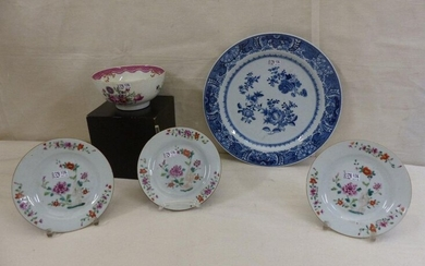 A blue round dish, a bowl and three small porcelain plates. Period : 18th century.