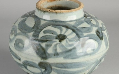 Antique Chinese porcelain vase with floral decoration.