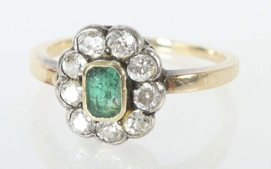 Early 20th century entourage ring, yellow gold 585/silver, the ring head with emerald set in emerald cut (approx. 0.3 ct) surrounded by 9 old-cut diamonds (total approx. 0.63 ct), acid-tested, total weight approx. 3 g, RG 56, traces of wear