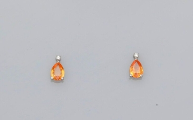 Earrings in white gold, 750 MM, each adorned with a brilliant bearing a pear-cut yellow sapphire, total 0.70 carat, Alpa system, weight: 2.05gr. gross.