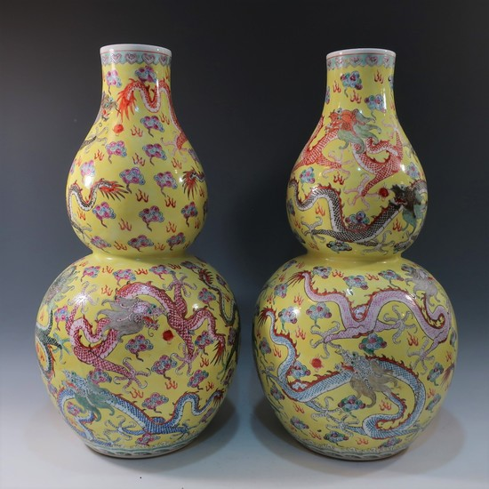 LARGE PAIR CHINESE ANTIQUE FAMILLE ROSE DOUBLE GOURD VASE - REPUBLIC PERIOD