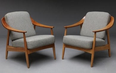Attributed to Peter Hvidt and Orla Mølgaard. A pair of lounge chairs in solid teak and oak (2)