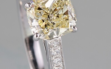 Ring with a cushion cut diamond total 1.35ct