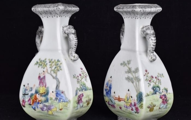 Vases (2) - Famille rose - Porcelain - Boys, Children - .Qianlong Marked - China - Second half 20th century