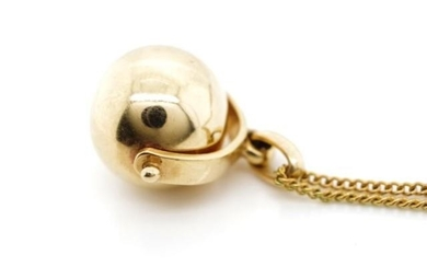 Yellow gold spinner pendant unmarked. Approx weight 2.5 gram...