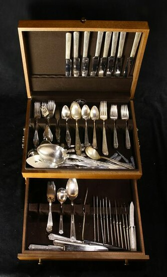 (lot of 125) A silverplate flatware group