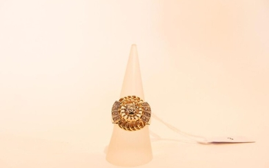 18 karat yellow gold rosette ring set with diamonds, traces of punches, t. 55, 10 g approx.