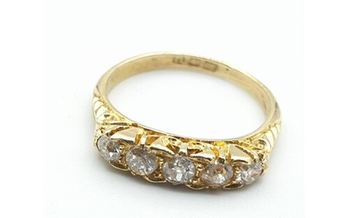 18ct yellow gold with 5 diamonds (approx 0.25ct), weight 2.5...