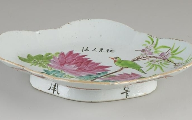 19th century Chinese porcelain oval dish with floral /