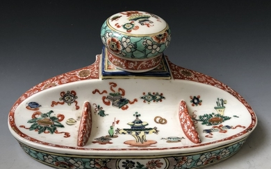 A ANTIQUE FAMILLE VERTE PORCELAIN INKWELL , 19C.