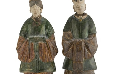 A PAIR OF CHINESE GLAZED CERAMIC SCULPTURES REPRESENTING ORDERLIES 20TH CENTURY.