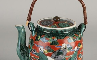 Chinese porcelain Family Verte teapot with dignitary