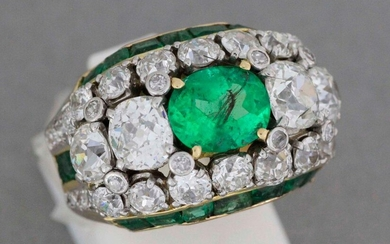 Gold and platinum ring set with an emerald set with two diamonds surrounded by diamonds and enamel - Gross weight: 12.5 g