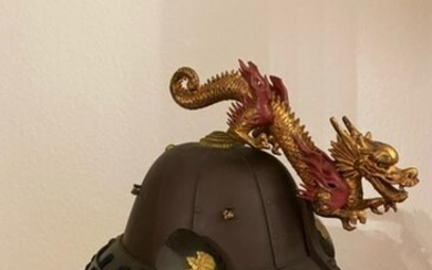 """Helmet """"kabuto"""" with dragon ornament """"maedate"""" and neck"""