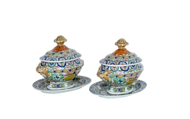 PAIR OF CHINESE EXPORT PORCELAIN TUREENS