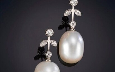 PEARL EARRINGS HANGING FROM RHINESTONES ARRANGED IN THE SHAPE OF LEAVES. Frame in 18k white gold. Output: 550,00 Euros. (91.512 Ptas.)