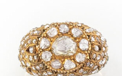 RING in 18K yellow gold with an antique cut diamond...