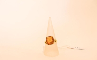 Ring in 18 karat yellow gold set with a citrine, t. 57, 5 g approx.