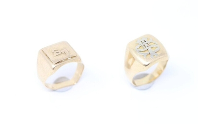 "Set of two 18k (750) yellow gold men's signet rings with ""ST"" numerals."