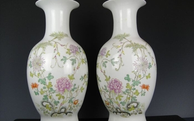 Two vases - Porcelain - China - Early 20th century