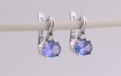 White gold earrings, 750/000, with tanzanite and