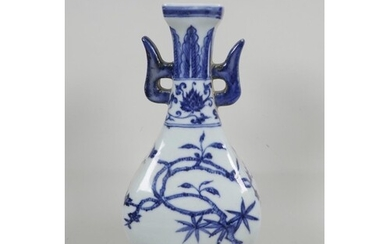 A Chinese blue and white porcelain sectional vase with two l...