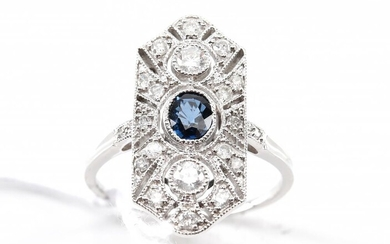 A DIAMOND AND SAPPHIRE PLAQUE RING IN 18CT WHITE GOLD, SIZE N, 3.6GMS