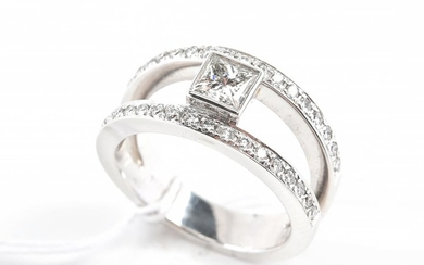 A DIAMOND BAND SET WITH PRINCESS CUT DIAMONDS IN 18CT GOLD, SIZE O