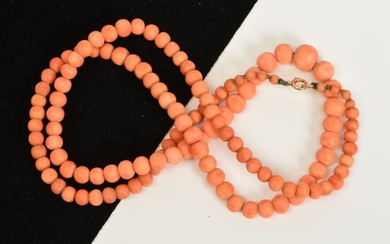 A GRADUATED CORAL BEAD NECKLACE, the spherical beads measuri...