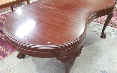 A MAHOGANY CHIPPENDALE STYLE WRITING TABLE