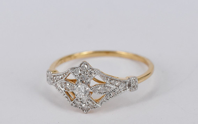 AN ART DECO STYLE DIAMOND AND GOLD RING