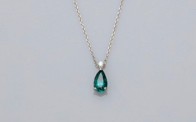 "Chain and pendant in white gold, 750 MM, adorned with a brilliant bearing a rare pear-cut ""blue green"" tourmaline weighing approximately 2.20 carats, length 45 cm, spring ring, weight: 3.8gr. gross."