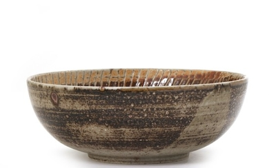Gerd Hiort-Petersen: Circular stoneware bowl, the inside with incised relief decor and brown and grey glaze and some unglazed parts.