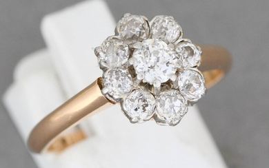 """Gold and platinum """"flower"""" ring set with diamonds - Gross weight: 3,7 g - Finger size: 57"""