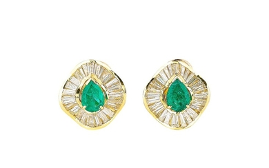 PAIRE DE CLIPS D'OREILLE ÉMERAUDES ET DIAMANTS | PAIR OF EMERALD AND DIAMOND EAR CLIPS
