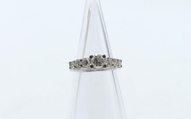 Ring in 18 ct white gold set with 1 brilliant +/- 0.50 ct and 6 brilliants +/- 0.70 ct - 4.1 g (Size: 48)