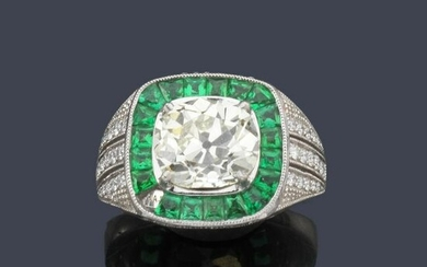 Ring with central cushion cut diamond