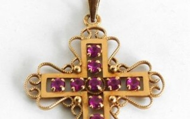 Yellow gold crosses with filigrees and pink stone highlights. Gross weight 3,4 g