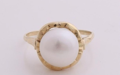 Yellow gold ring, 585/000, with pearl. Ring with large